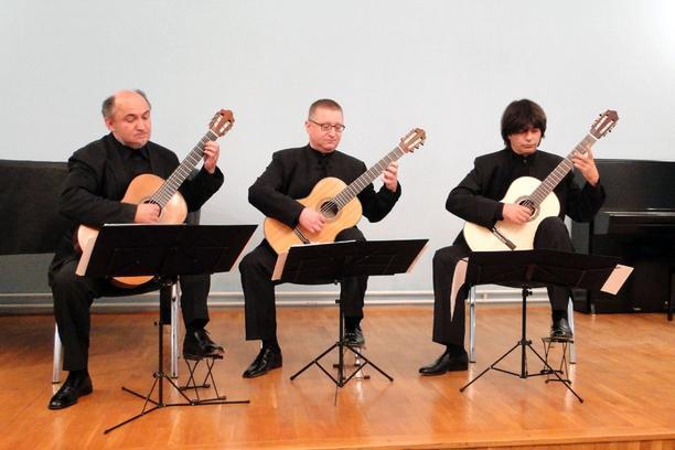 Zagrebacki Gitarski Trio Pucko Otvoreno Uciliste Dr Ante